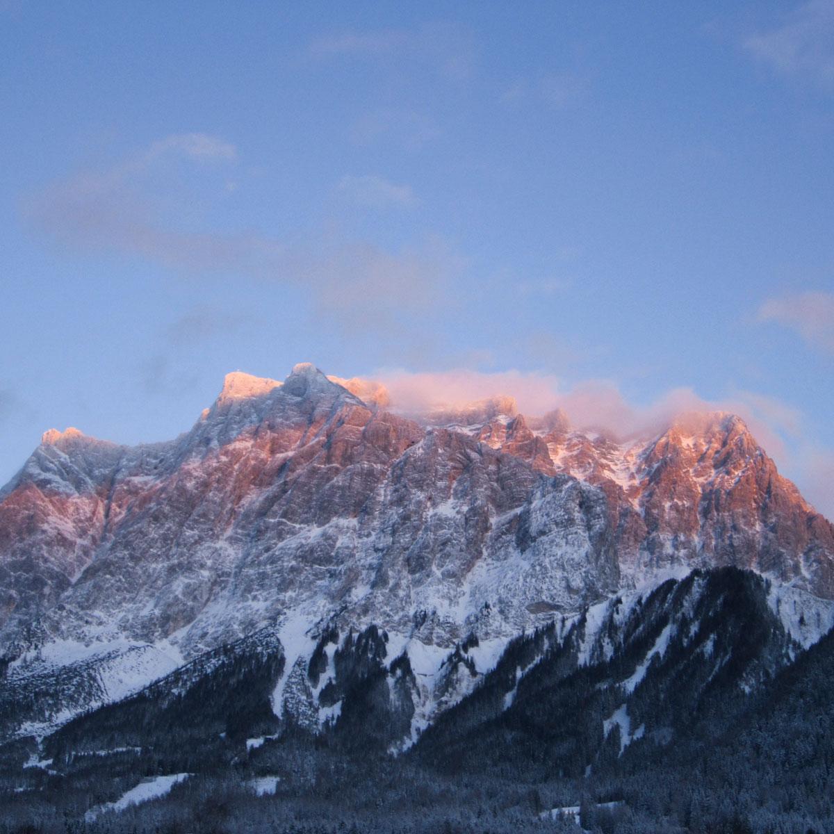 Atikelbild Sommerwanderung Schneeballschlacht Abendstimmung an der Zugspitze