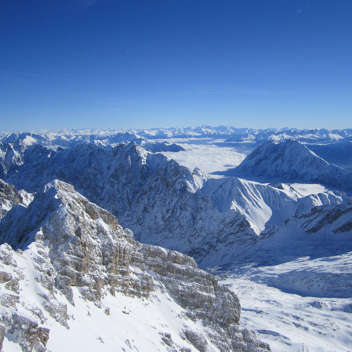 Artikelbild Sommerwanderung Schneeballschlacht Panorama Zugspitze