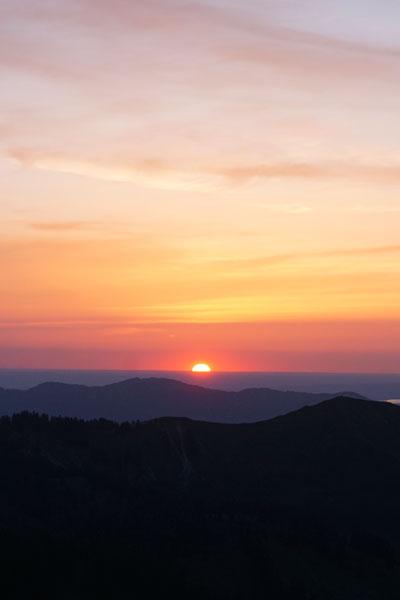 Artikelbild Sonnenuntergang vom Gipfel des Roßstein im Mangfallgebirge