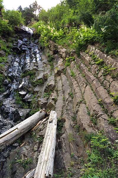 Artikelbild Basaltsäulen am Geologenstein Schlern